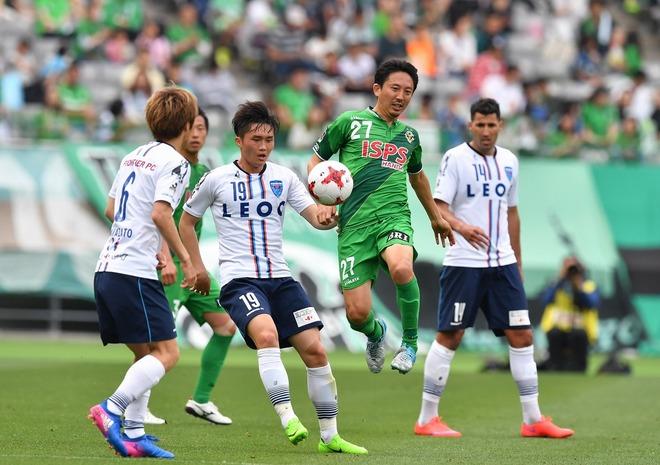 【現役の眼】元日本代表MF、橋本英郎が解き明かす「流行する3-4-2-1の狙いと効きめ」
